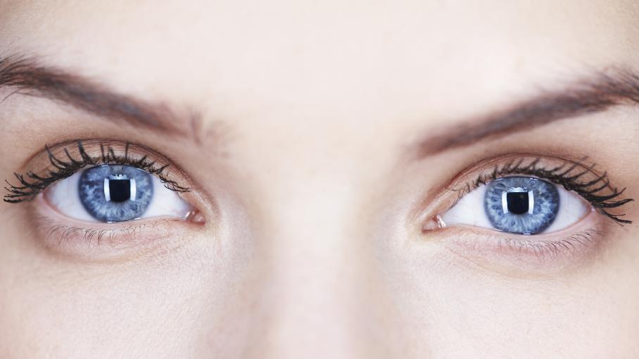 s 39 offrir une paire d 39 yeux bleus gr ce au laser ce serait pour bient t. Black Bedroom Furniture Sets. Home Design Ideas
