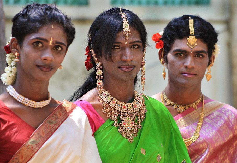 Qui Sont Les Eunuques Indiens