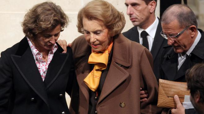Liliane Bettencourt le 12 octobre 2011 devant l'Académie des Beaux-Arts (Paris).