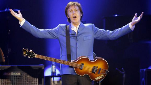 Paul McCartney, le 30 novembre 2011 à Paris-Bercy.