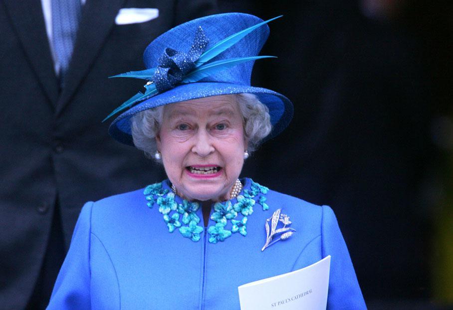 Populaire Angleterre : la reine Élisabeth II s'apprête à fêter ses 90 ans DM74