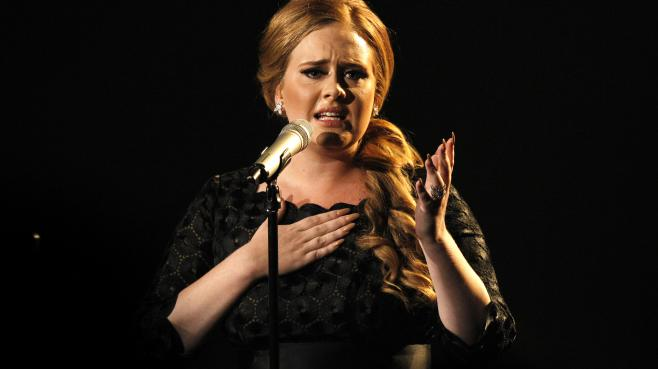 "La chanteuse britannique Adele interprète son tube ""Someone Like You"" lors des MTV Video Music Awards, le 28 août 2011 à Los Angeles (Etats-Unis)."