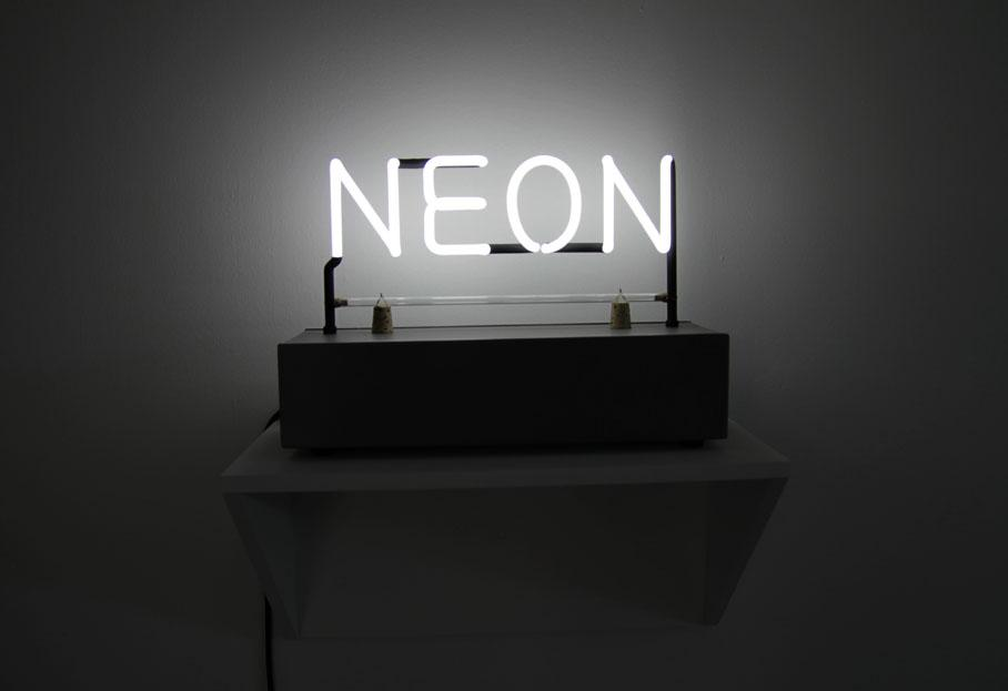 Le n on s 39 expose paris for Neon artiste contemporain
