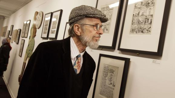 "Le dessinateur Robert Crumb visite une exposition qui lui était consacrée à la ""Society of Illustrators"" de New York, le 24 mars 2012."