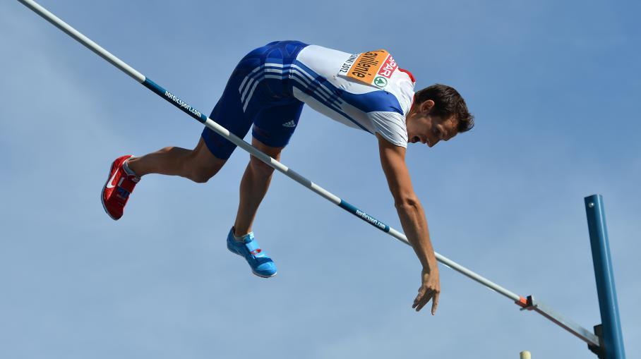 Atletica, salto con lasta: Lavillenie a 6,16 indoor