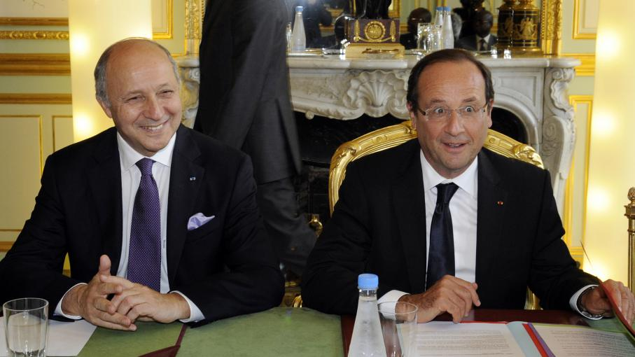 Laurent Fabius et François Hollande, le 6 juillet 2012 à Paris.