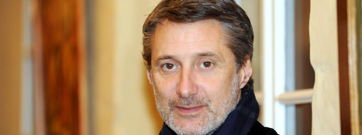 antoine de caunes titille le monde sur twitter. Black Bedroom Furniture Sets. Home Design Ideas