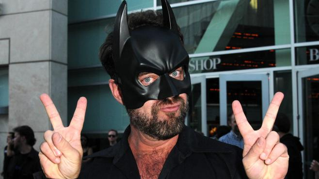Un fan de Batman avant la première de The Dark Knight Rises, à Hollywood (Etats-Unis), le 20 juillet 2012.