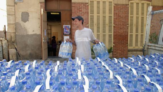 Les personnes âgées doivent veiller à boire 1,5 litre d'eau tous les jours de l'année.