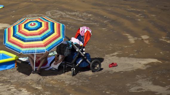Pour les jeunes enfants, pas de plage entre midi et 16 heures, même à l'ombre d'un parasol.