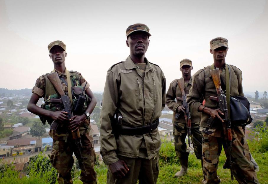 Les rebelles ont un nouveau chef : le colonel Sultani Makenga (au centre), ici photographié le 8 juillet à Bunagana.