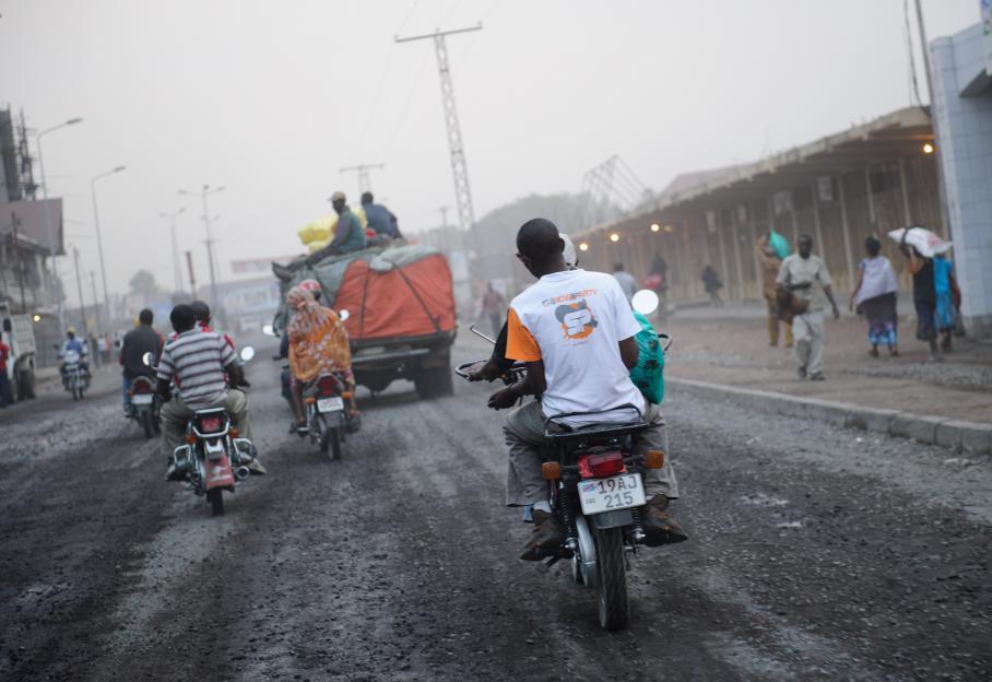 Une rue de Goma, le 12 juillet. En menaçant de prendre la ville, le M23 entend obtenir l'amélioration des infrastructures et des conditions de vie des Congolais. Au classement 2011 de l'Indice de développement humain (IDH) des Nations unies, la République démocratique du Congo est 187e et dernier pays du monde. A titre de comparaison, l'Afghanistan est 172e.