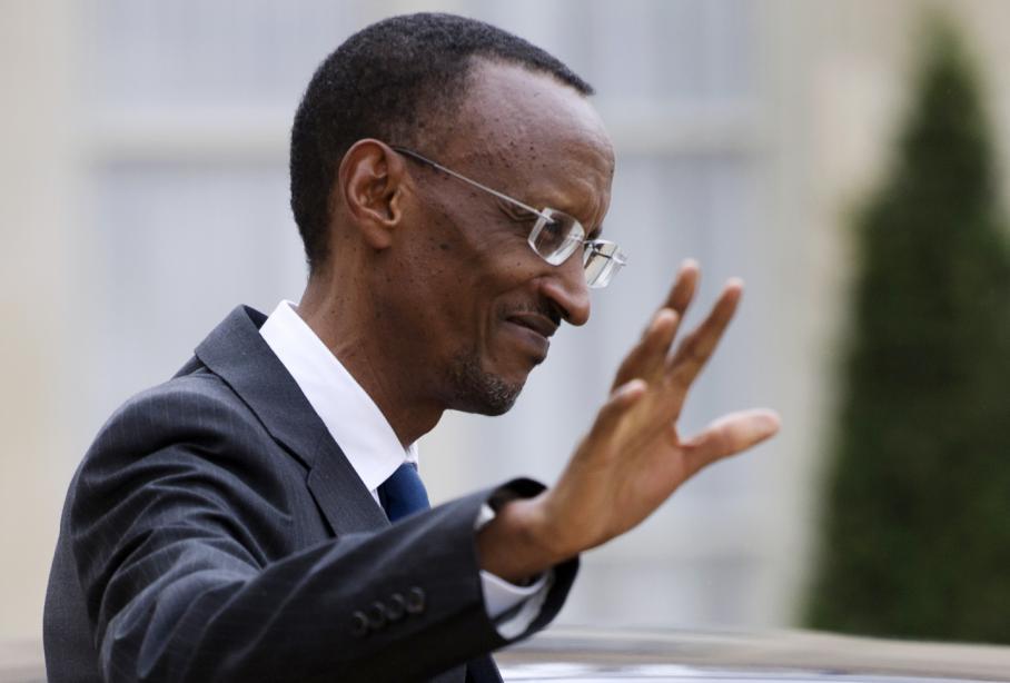Un rapport d'experts de l'ONU publié en juin affirme que le Rwanda faisait du commerce de minerais avec les anciens du CNDP et qu'il soutient maintenant le M23, en leur fournissant armes et munitions. Le Rwanda dément. Mais plusieurs pays, dont les Etats-Unis, alliés du président rwandais Paul Kagame, ont retiré leur aide au pays. Des ONG ont aussi pointé du doigt l'Ouganda. Sur cette photo, le président rwandais lorsqu'il avait été reçu en septembre 2011 à l'Elysée par Nicolas Sarkozy.