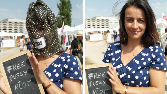 Cécile Duflot porte une cagoule, lors des Journées d'été d'EE-LV à Poitiers (Vienne),en soutien aux punkettes de Pussy Riot emprisonnées en Russie.