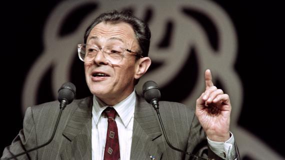 Le Premier ministre, Michel Rocard, prononce un discours lors du Xème congrès national du Parti socialiste, le 16 mars 1990, à Rennes.