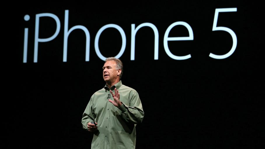 Le vice-président d'Apple, Phil Schiller, présente l'iPhone 5, le 12 seprembre 2012 à San Francisco (Californie).