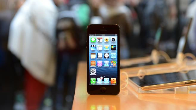 Un iPhone 5 en vente dans un Apple Store de Munich (Allemagne), le 21 septembre 2012.