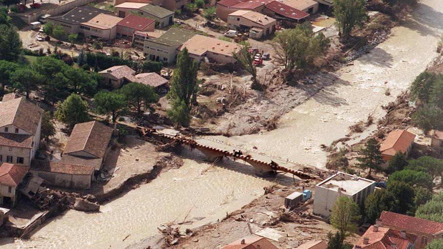 video vingt ans apr s les inondations vaison la romaine reste traumatis e. Black Bedroom Furniture Sets. Home Design Ideas