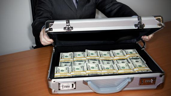 Les malettes font désormais partie du folklore. Les paradis fiscaux permettent de transférer de l'argent de manière discrète.