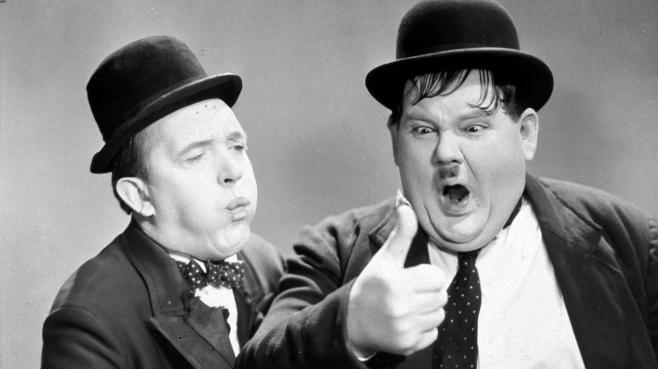 "Stan Laurel et Oliver Hardy dans le film ""Way Out West"" (1937)."