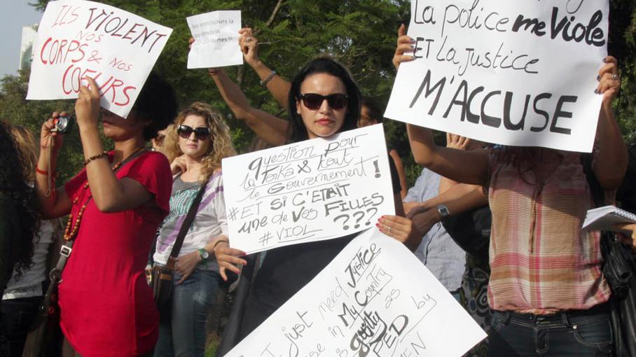 video indignation en tunisie apr s le viol d 39 une femme par des policiers. Black Bedroom Furniture Sets. Home Design Ideas