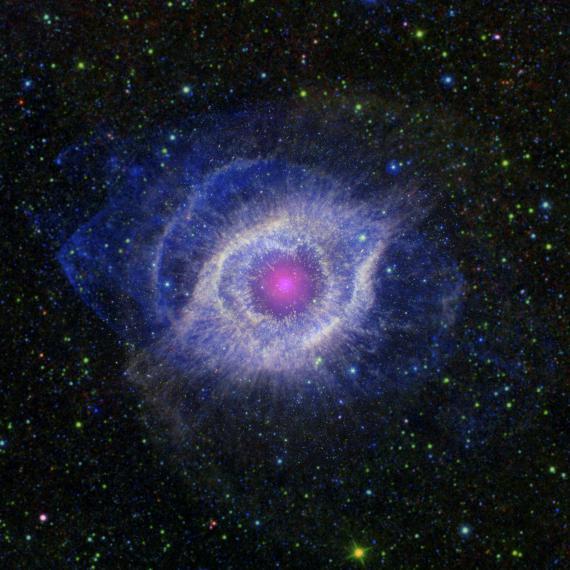 L'Helix Nebula se situe à 650 années-lumières de la terre.