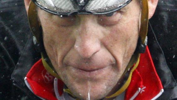 Lance Armstrong, lors d'une étape pluvieuse du Tour de Suisse, le 18 juin 2010.