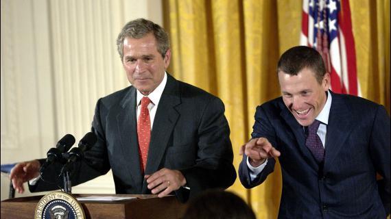 Lance Armstrong reçu à la Maison Blanche après sa troisième victoire sur le Tour de France, le 3 août 2001.