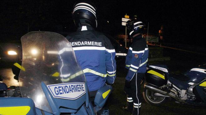 Des gendarmes en faction, à Peille (Alpes-Maritimes), le 17 octobre 2012.