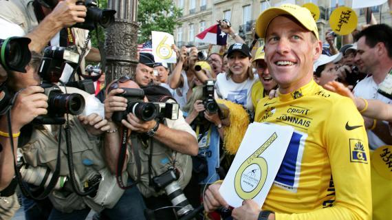 Le cycliste Lance Armstronga gagné pour la 6e fois le Tour de France, le 25 juillet 2004.