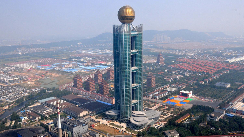 Video huaxi ville la plus riche de chine for Piscine la riche