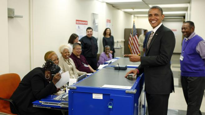 Barack Obama vote, le 25 octobre 2012, dans son fief de Chicago (Illinois).