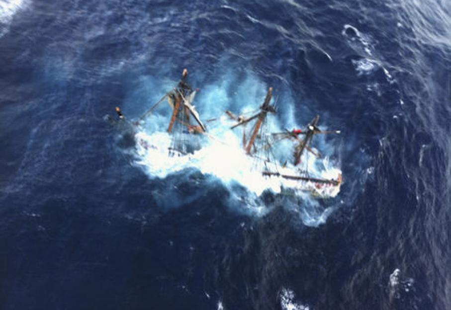 L'ouragan a eu raison hier de la réplique de l'historique Trois-mâts HMS Bounty. Ellea coulé au large de la Caroline du Nord (sud-est), tuant l'un des 16 membres d'équipage. Le capitaine est porté disparu.