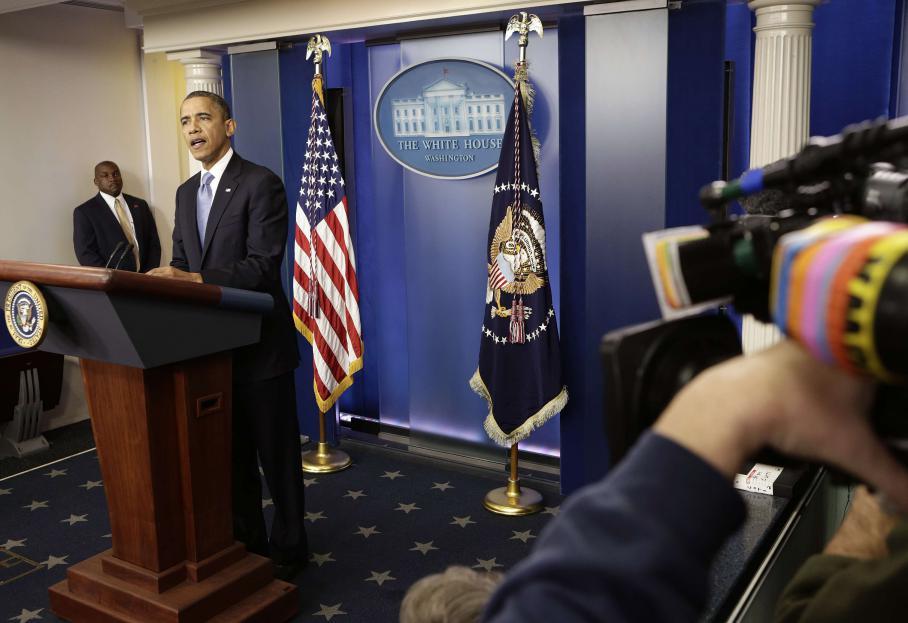 Le président sortant, Barack Obama, a suspendu sa campagne lundi 29 octobre et suivi tous les préparatifs des autorités face àu cyclone Sandy depuis Washington DC (Etats-Unis).