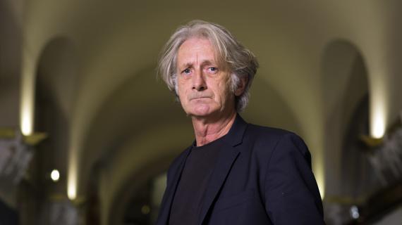 L'écrivain Patrick Deville, le 5 octobre 2012 à Paris.