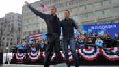 Barack Obama et le chanteur Bruce Springsteen lors d'un meeting à  Madison, Wisconsin (Etats-Unis), le 5 novembre 2012.