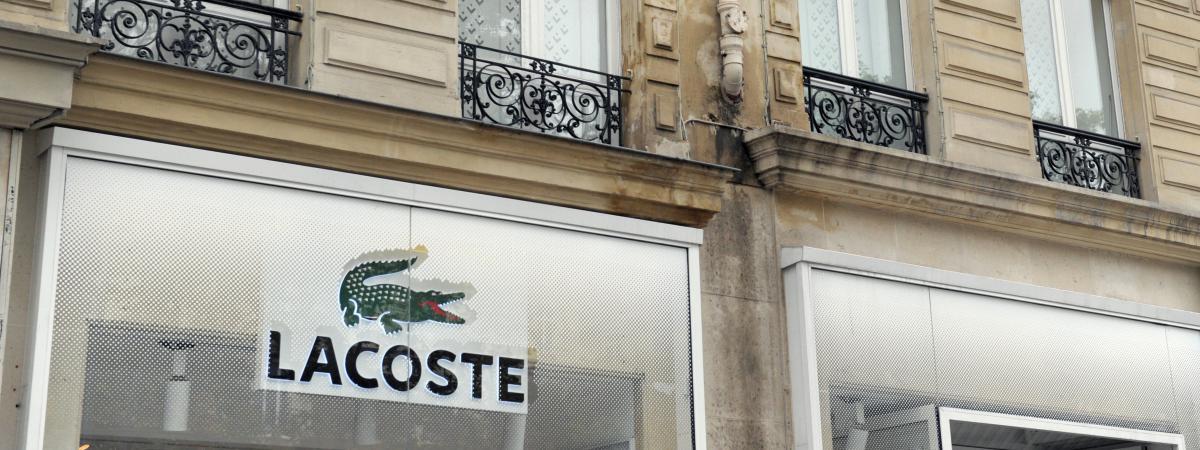 6bc081210a58 La façade d\'un magasin Lacoste, ...