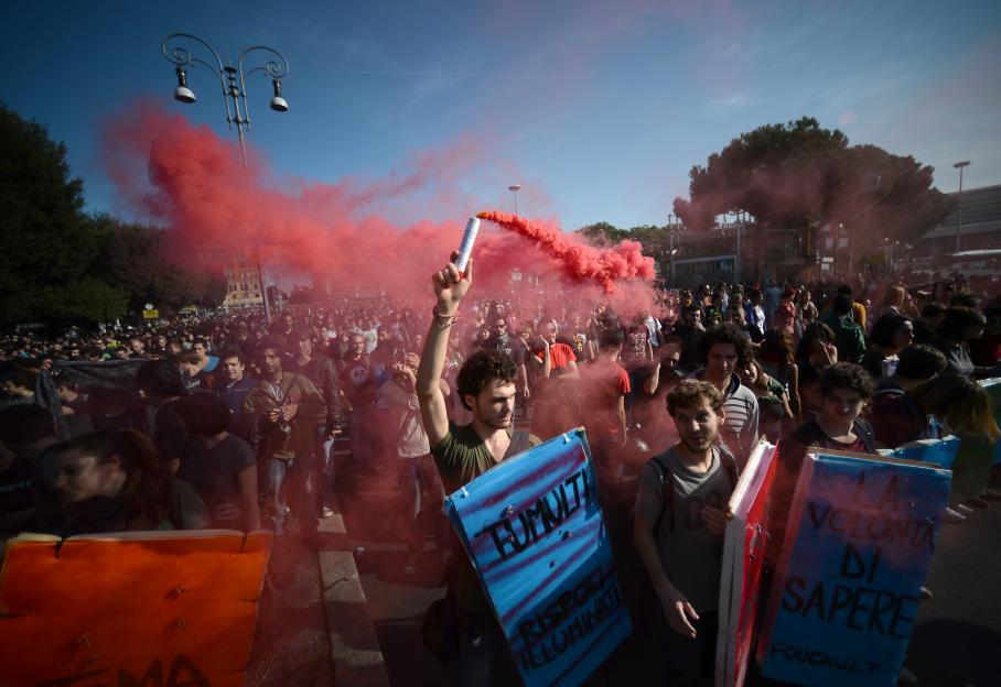 Des manifestants contre l'austerité,à Rome (Italie), le 14 novembre 2012.