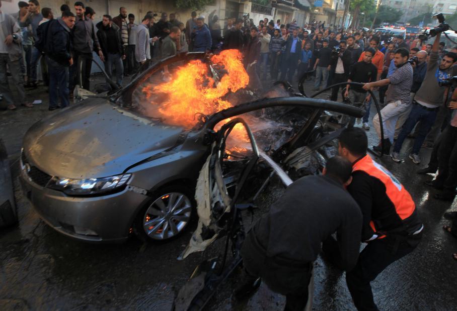 Le chef de la branche armée du Hamas, Ahmad Jaabari, a été tué par une frappe aérienne israélienne contre une voiture, mercredi 14 novembre 2012, à Gaza.