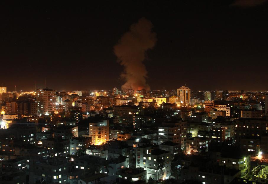 Les frappes aériennes dans la ville de Gaza se sont poursuivies pendant la nuit du mercredi 14 novembre 2012 au jeudi.
