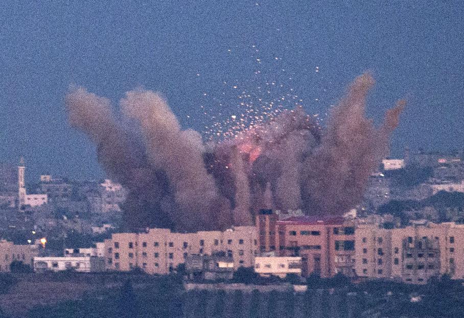 Attaques aériennes au nord de la bande de Gaza, le jeudi 15 novembre 2012, vues de la ville israélienne de Sderot.