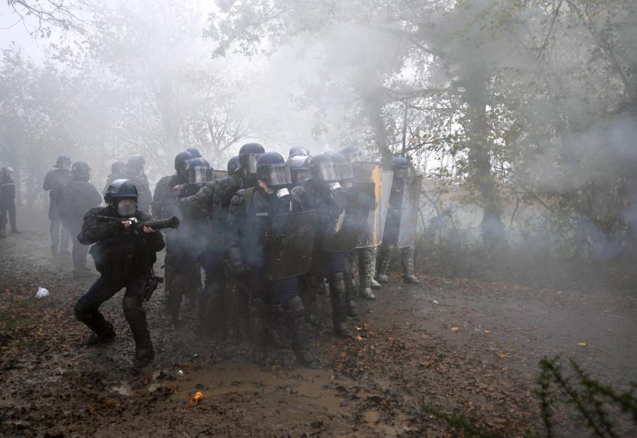 Près de 500 gendarmes ont procédé à l'évacuation des squatteurs du bocage de Notre-Dame-des-Landes (Loire-Atlantique), le 23 novembre 2012 au matin.
