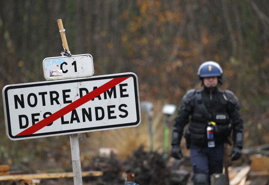 Les forces de l'ordre sont arrivées sur le site de Notre-Dame-des-Landes tôt dans la matinée de vendredi 23 novembre 2012.