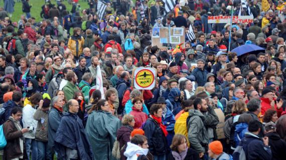 Manifestation sur le site du futur aéroport de Notre-Dame-des-Landes (Loire Atlantique), près de Nantes, le 17 novembre 2012.