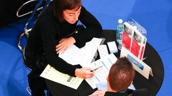 """Un """"job dating"""", quipermet aux recruteurs de rencontrer un maximum de candidats en un minimum de temps, à Marseille (Bouches-du-Rhône), le 23 octobre 2012."""