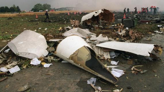 Les débris du Concorde qui s'est écrasé à Gonesse (Val-d'Oise)le 25 juillet 2000, photographiés le lendemain.