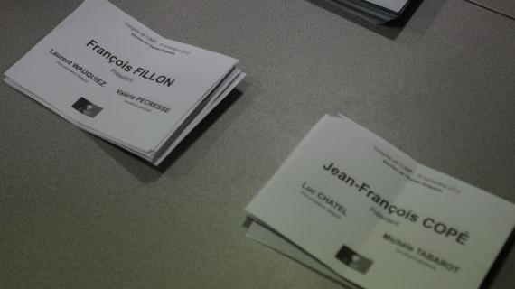 Les militants UMP dépouillent les bulletins de vote, le 18 novembre 2012, lors de l'élection du président du parti.