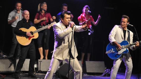 Bébert, le chanteur des Forbans, lors d'un concert à la Cigale, à Paris, le 9 avril 2011.