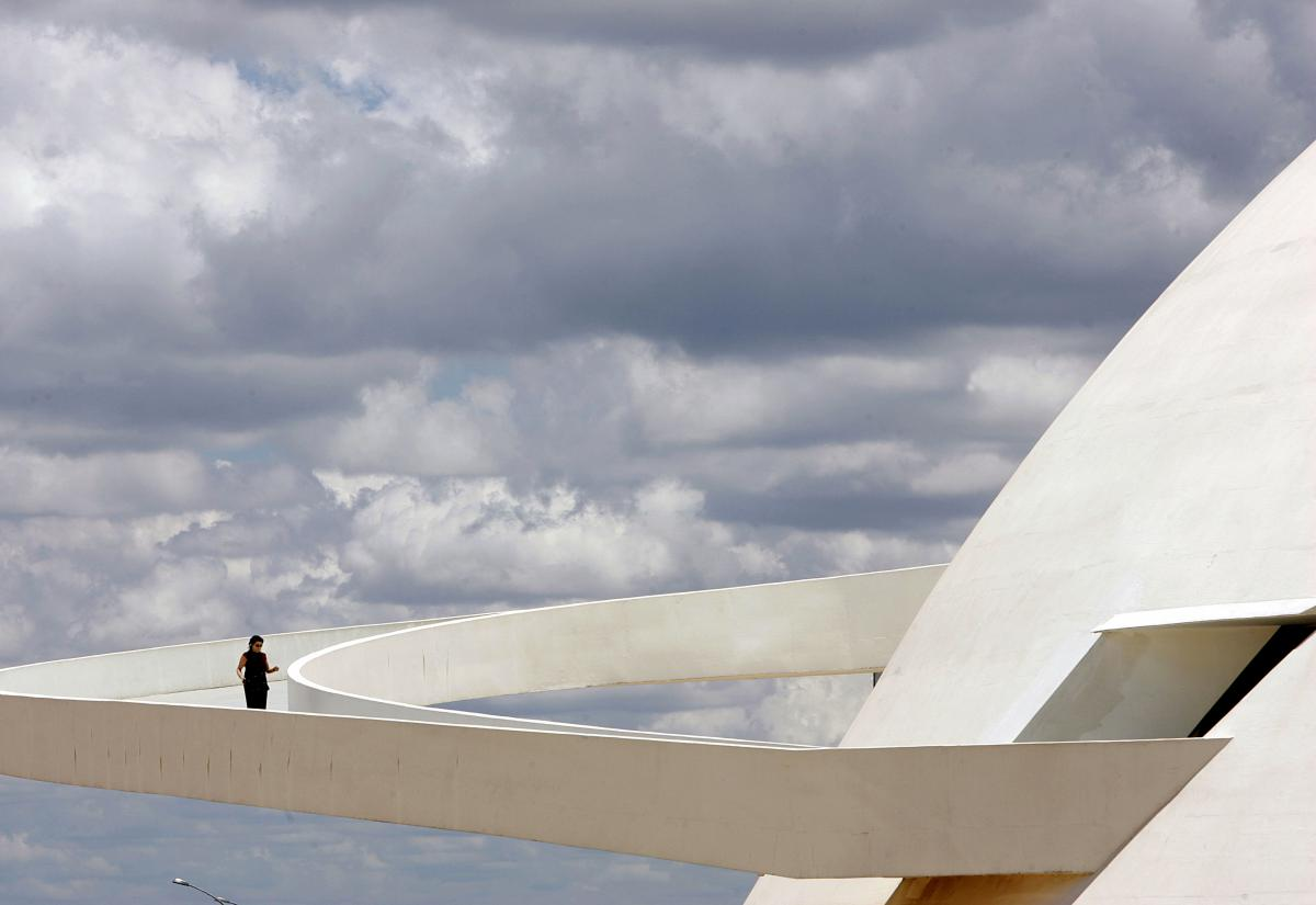 Colore 7 moreover Auditorium Oscar Niemeyer likewise Brazil Niemeyer Obit as well Cinzia Dato Piano Recital 2 furthermore Viewtopic. on oscar niemeyer auditorium ravello