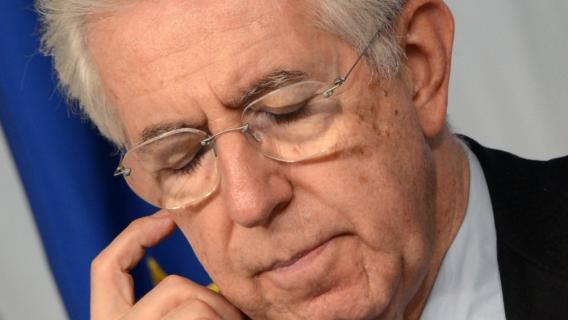 Mario Monti, président du conseil italien, le 6 décembre 2012 au palais Chigi, à Rome.